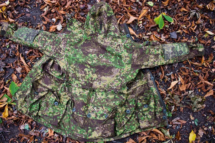 Leo Kohler Sniper Smock - Pencott Greenzone - Ground Outside 1