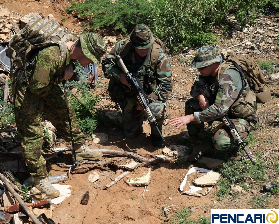 Major Dean Williams of Pencari wears a set of GreenZone Pathfinder BDUs and a Phantom Boonie Hat while instructing Dutch Marines in combat tracking